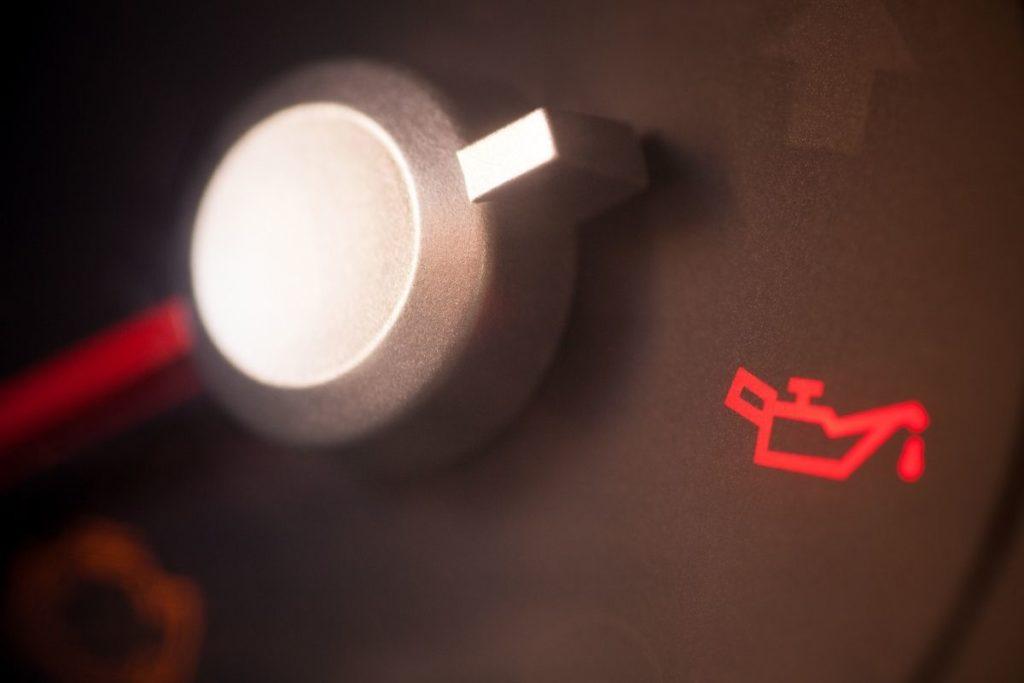 車メーターの油圧警告灯